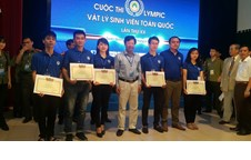Vinh University's team won the first prize of the 20th National Physics Olympiad in 2017