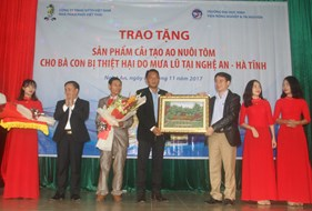 Vinh University and Sitto Vietnam Co., LTD gave gifts to flood victims in Nghe An and Ha Tinh